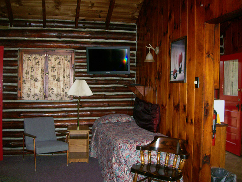 Branches Waterfront Cottage : Pine Point Cottages and Motel LLC